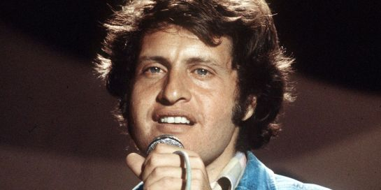 JOE DASSIN ON STAGE  ( Listen to Joe Dassin's Songs on webradios Radio Satellite & Radio Satellite2 )