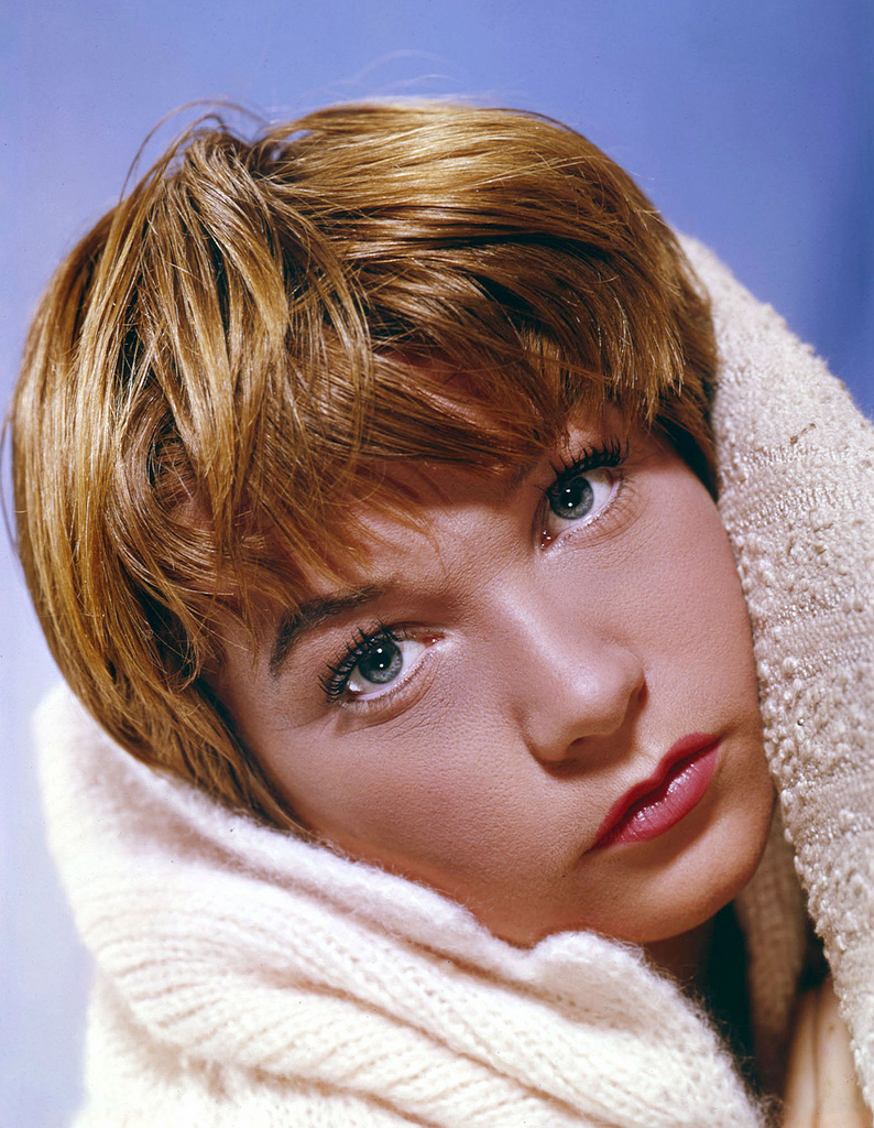 Shirley MacLaine | RADIO SATELLITE
