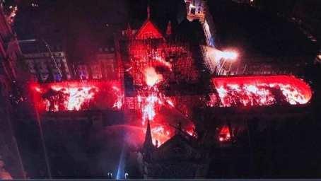 Notre Dame de Paris en feu. Notre Dame of Paris on fire