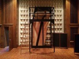 Il construit des pianos de 5 mètres de hauteur(vidéo)